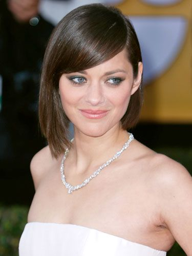 A deep side-part makes this pretty Parisian's style even more sophisticated. #MarionCotillard