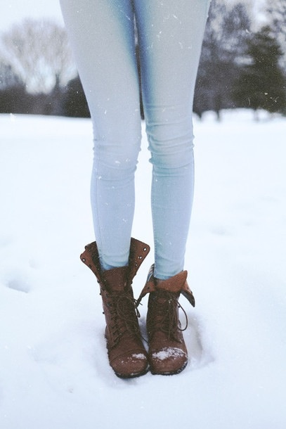 Cute light blue jeans with cute brown boots ?