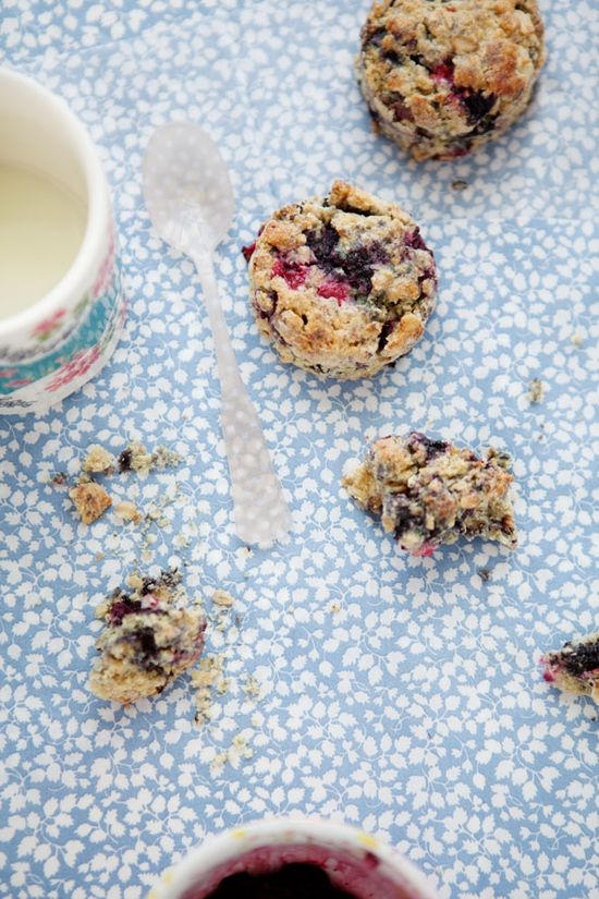 Black Raspberry, Red Currant, Quinoa, and Oat Scones adapted from Dorie Greenspan by cannelle-vanille.blogspot.com: Another awesome recipe and dreamy photo from Aran. Just reading her blog is like taking a vacation! #Scones #Black_Raspberry #Quinoa #cannelle_vanille_blogspot