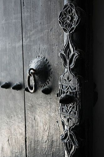Door handle, Oman