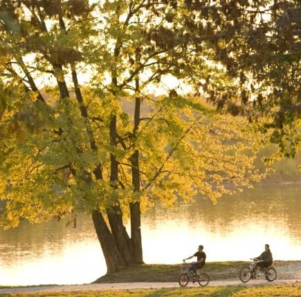 Photo: Des Moines River at Bonaparte, Iowa. 25 Ultimate fall drives - Midwest Living