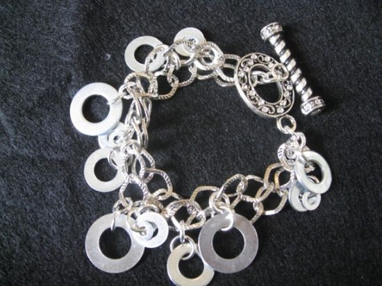 Do it yourself bracelet made out of washers!  How lovely is that?