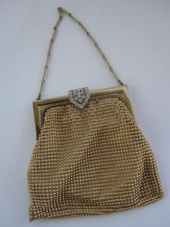 Elegant vintage Whiting & Davis gold mesh purse. #vintage #handbags #purses #evening_bags #gold