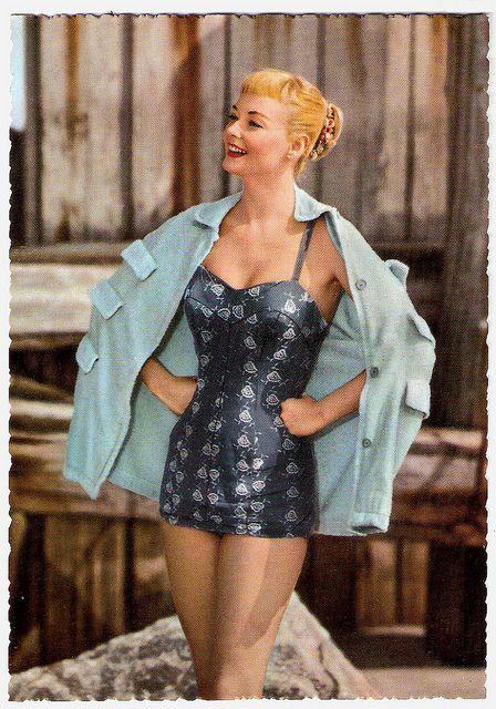 Such stylish, figure flattering 1950s beachwear. #vintage #beach #summer #swimsuit #model #1950s