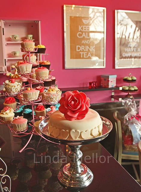 Bibi's Bakery....I loooove the valentines colors going on here!!!
