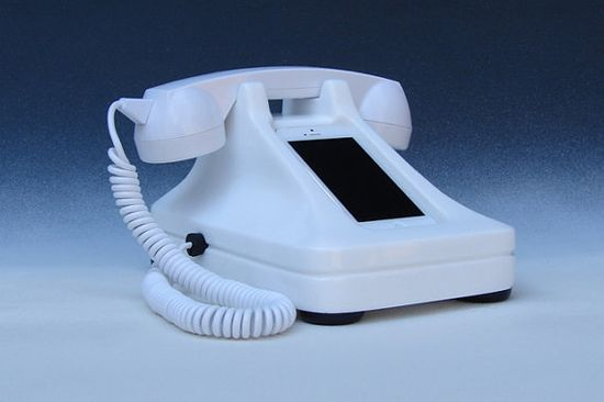 iRetrofone 2.0 Classic White charging dock for the iPhone 5 by iRetrofone