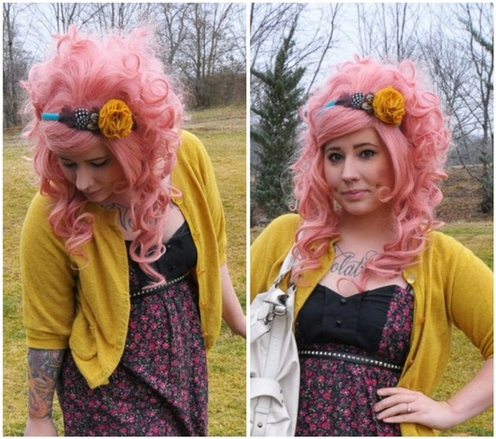I kind of love her. Pink hair. I wish I had long hair already :/