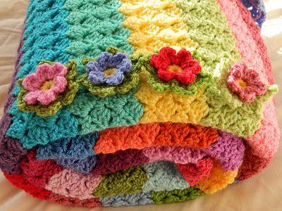 So pretty - crochet blanket with flowers