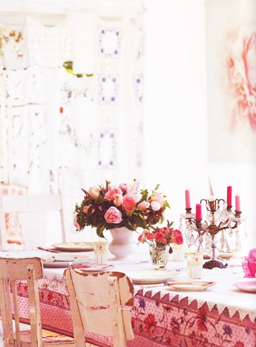 pretty country pink tablescape idea