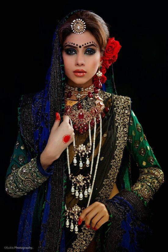 Beautiful dress nd jewellery...