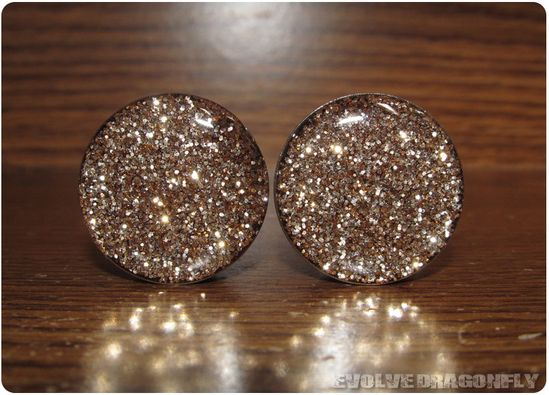 NEED THESE NAO    Gold Glitter Plugs - 0g, 8mm. $16.00, via Etsy.