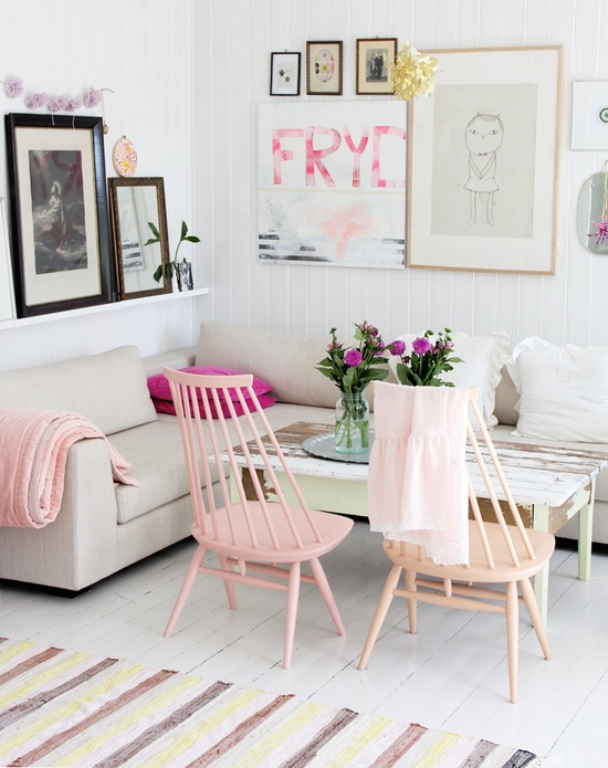 Grey white pink yellow {credit: the lovely home of Jeannette Lunde of byfryd.com}