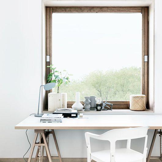 Love this desk set up!