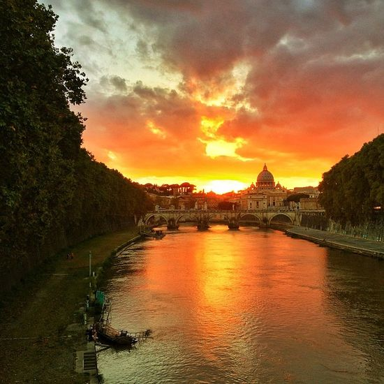 Amazing photo of the Vatican at #sunset