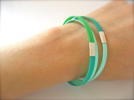 Cuff bracelet silver kelly green mint. €38,00, via Etsy.