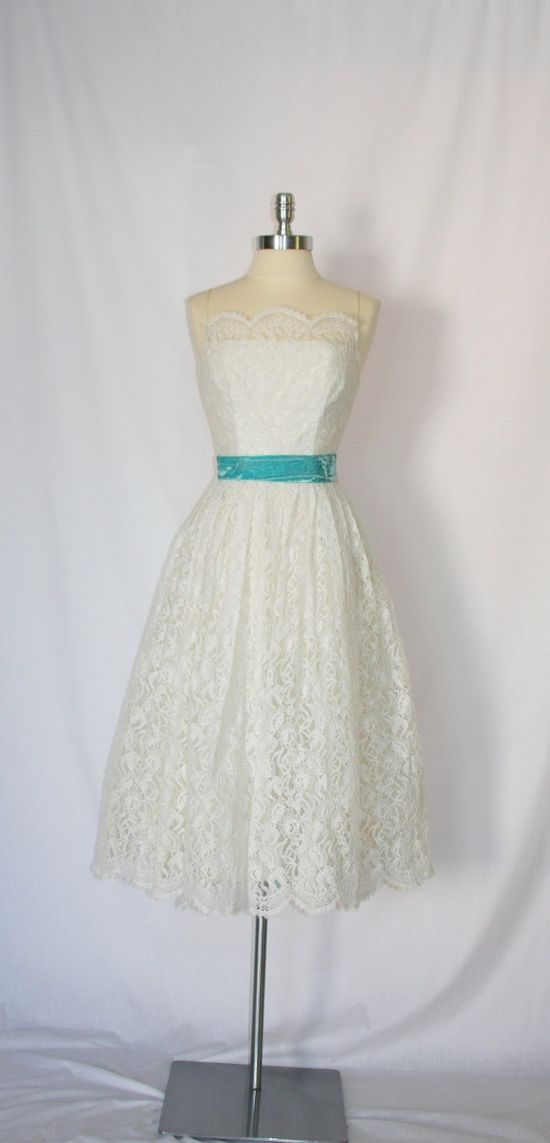 Vintage Dress - 1950's White Chantilly Lace Garden Wedding Frock