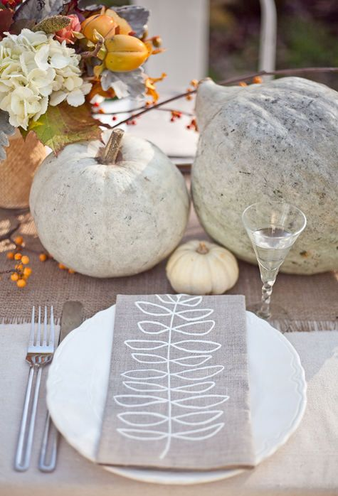 Fall pumpkin table