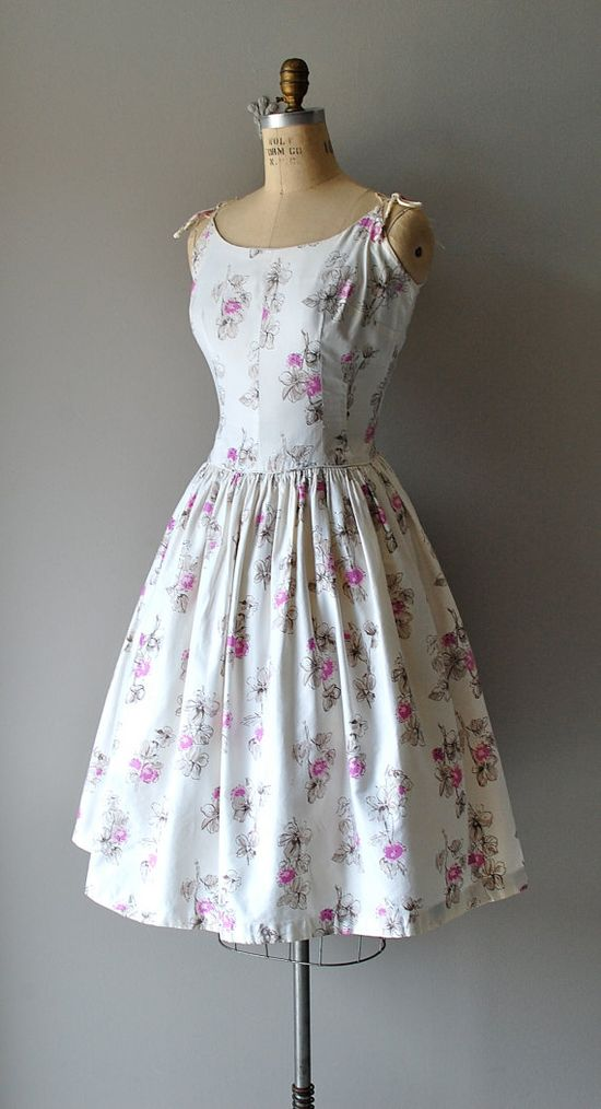 1950s tie-shoulder sundress #fashion #floral #dress #1950s #partydress #vintage #frock #retro #sundress #floralprint #petticoat #romantic #feminine