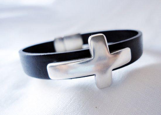 Silver plated cross bracelet men bracelet women by mitallerdenubes, €16.00