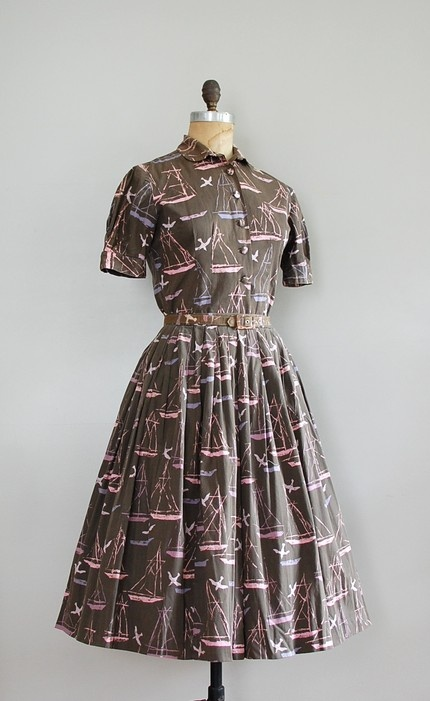 Delightfully fun 1950s sailboat novelty print shirtdress. #vintage #1950s #dresses #fashion