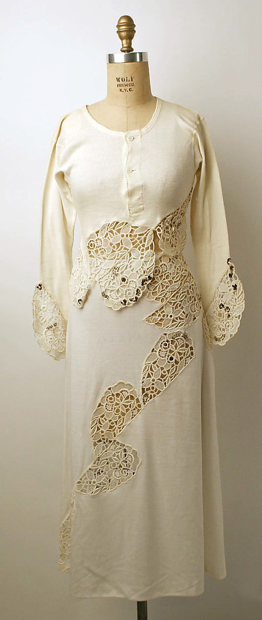 Beautiful lace detail Vintage wedding dress
