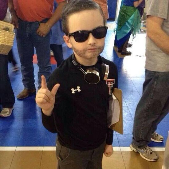 Kliff Kingsbury Halloween costume. Cute kid.