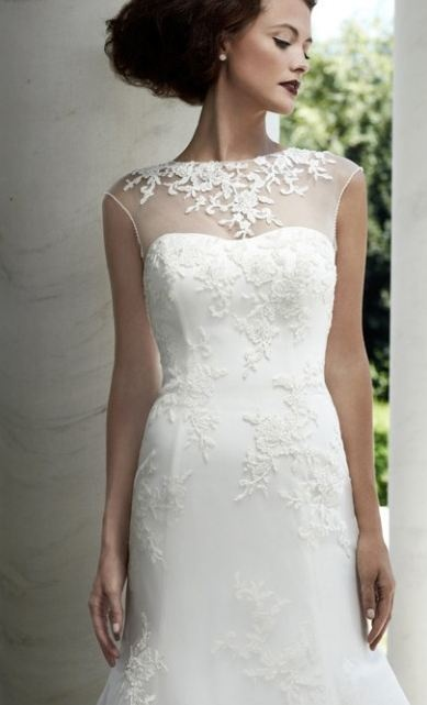 Isn't this wedding dress simply gorgeous? It can be worn with added illusion