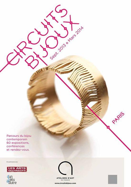 l'image crée par les Ateliers d'Art de France pour l'identité des CIRCUITS BIJOUX. Cette image sera le support pour la communication dans la presse et l'affichage dans des lieux publics.  Le bijou choisi est la bague Herbes Folles de la créatrice de bijoux Claire Wolfstirn.