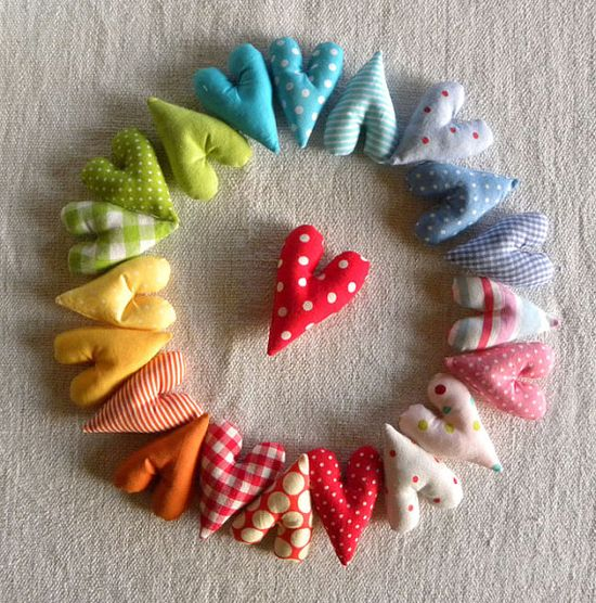 fabric hearts - would look so cute as a garland.