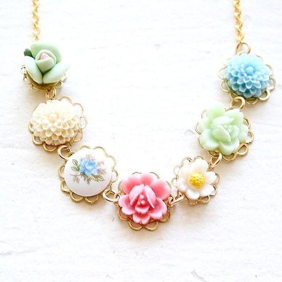Vintage Rose Necklace - very pretty!