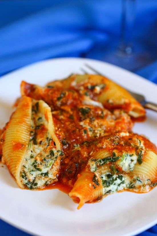 Cheesy spinach stuffed shells, from Eat, Live, Run.