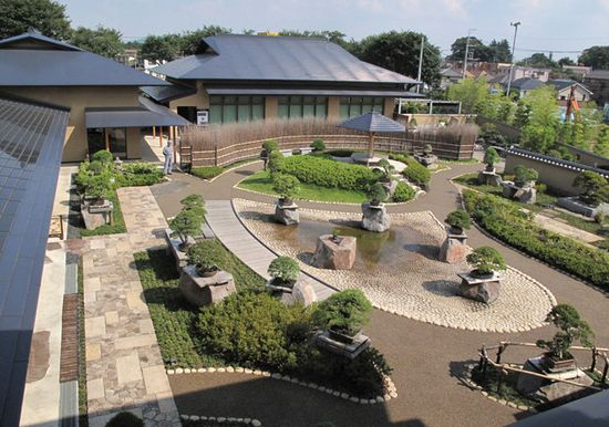Saitama Municipal Omiya Bonsai Art Museum(Omiya Bonsai village)
