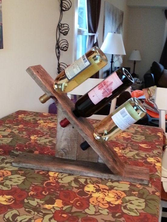 Класическа стойка за вино направена от стари палети
