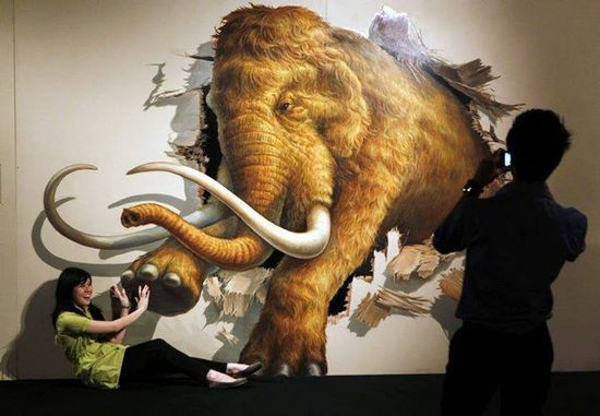 A visitor poses with a 3D art in Jarcarta