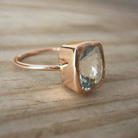 Fabulous Cushion cut Aquamarine and rose gold ring