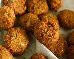 Carrot falafel with tomato and carrot salad
