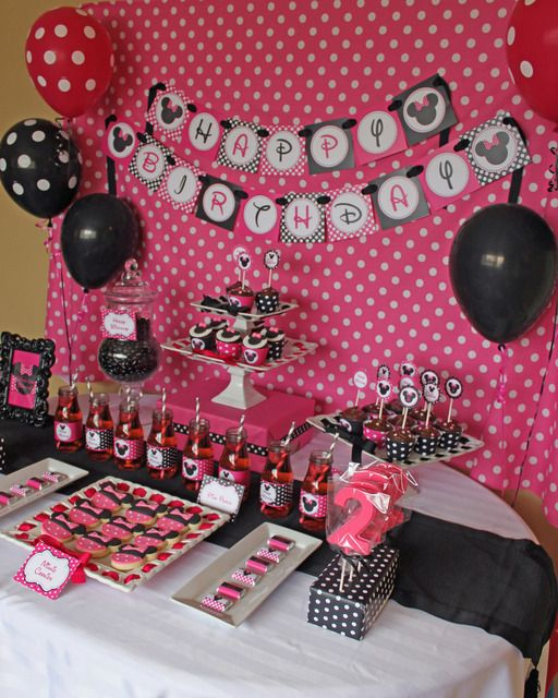 Great Minnie Mouse dessert table