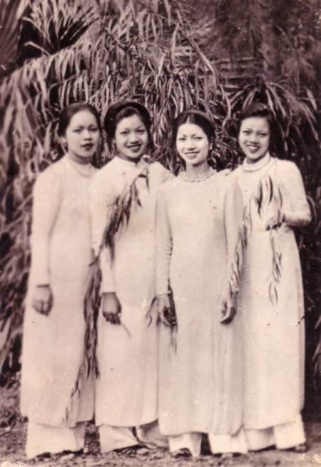 Vietnamese girls in ao dai. My Vietnamese heritage