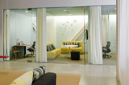 Create three separate meeting rooms which can be combined into one room
