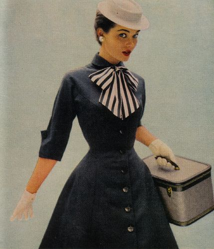Love the bow ! 1950's  fashion