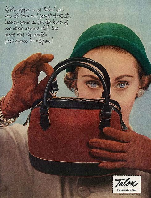 Love the dark fawn hued gloves and bag, as well as the emerald green hat. These hues work wonders for one's autumn wardrobe. #vintage #fashion #1950s #hat #purse #gloves