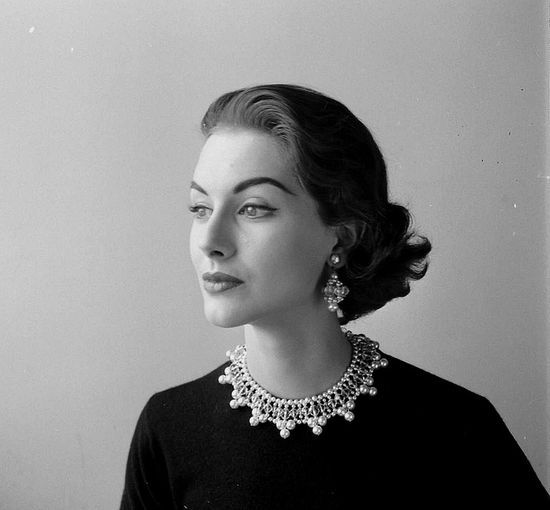 Muse worthy timelessly lovely elegance. #vintage #1950s #fashion #jewelry