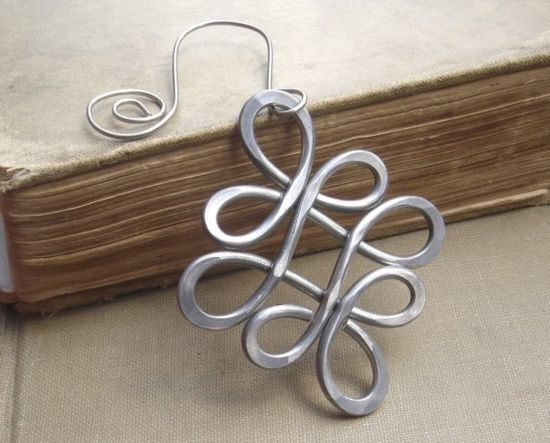 Use a larger gauge aluminum wire to make this Celtic Christmas Ornament -  Looping Crossed Knots