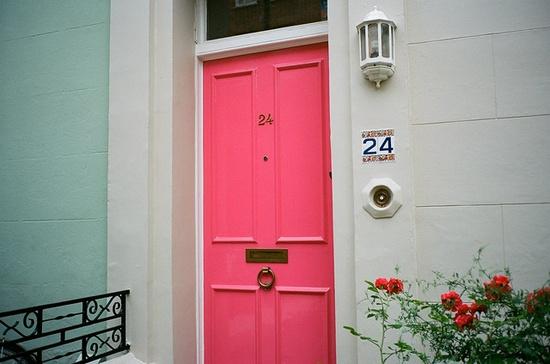 Beautiful pink door in London by printemps-neige, via Flickr.