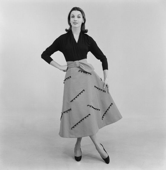 A woman modelling a Jane Taylor decorated skirt with matching belt and contrasting top, February 1956. #vintage #fashion #1950s