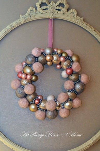 Lovely wreath and more Christmas decor ideas.