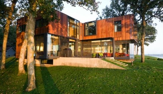 Minimalist architecture: the modern house design on Lake Okoboji