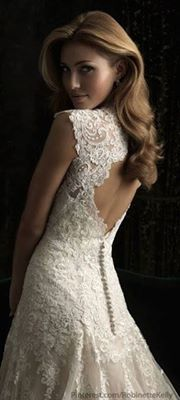 Wedding Dress w/ Key Hole Back