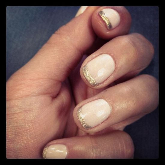 nude/gold french manicure