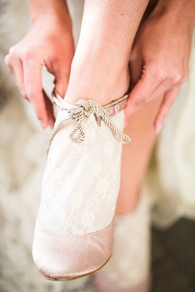 lace and pink booties Photography by www.anouschkaroke...